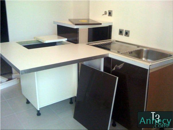 mise en place des meubles de cuisine suite. Black Bedroom Furniture Sets. Home Design Ideas